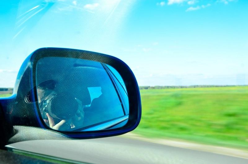 Flache Autospiegel verzerren das Bild nicht